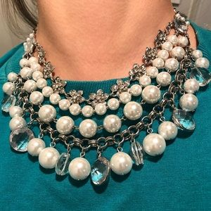 WHBM chunky pearl necklace